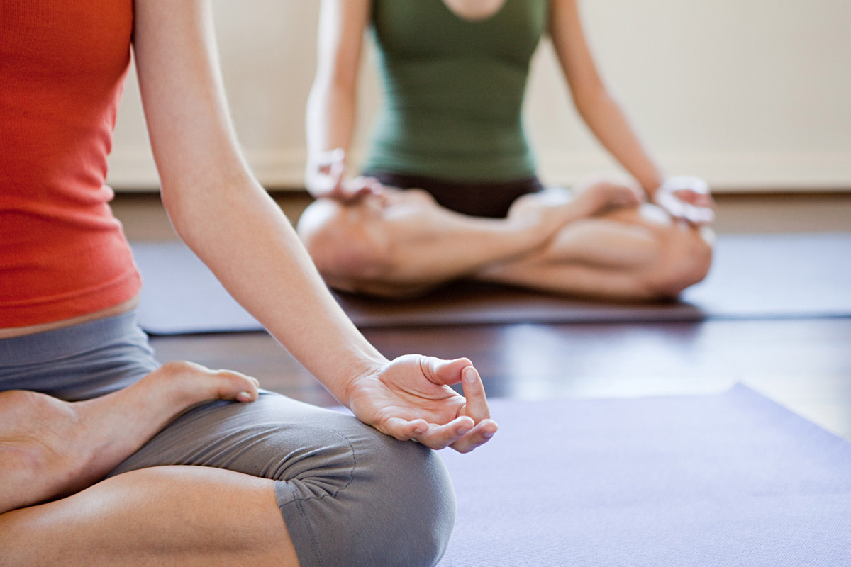 foto di una lezione di yoga