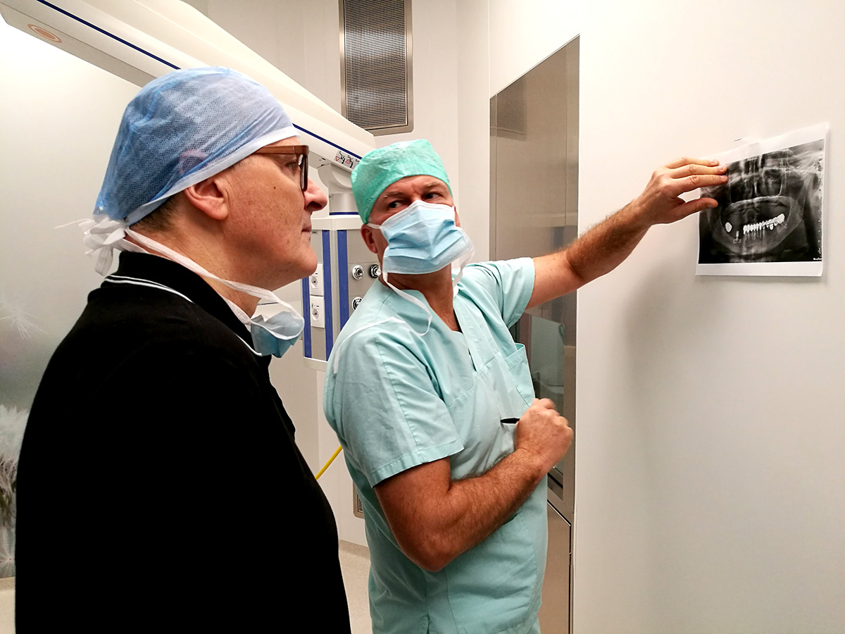 Ezio Costa e Dottor Paulo Malo, primo intervento con impianti zigomatici
